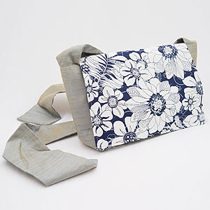 Blue-flower-party-bag-with-
